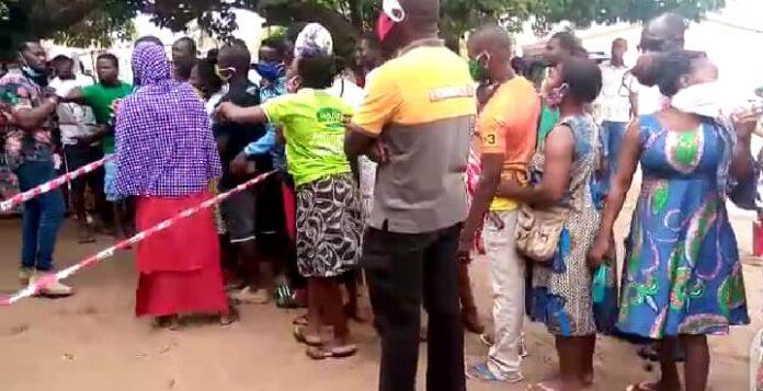 Voter's register: EC officials struggle to control crowd at Ketu South 1