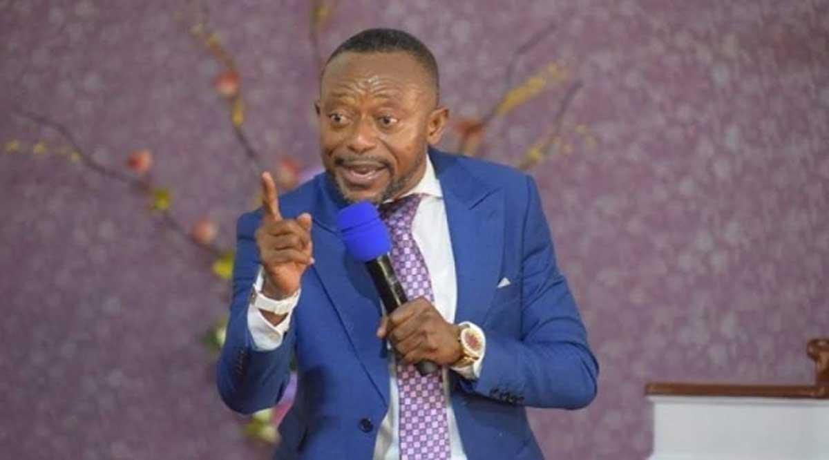 Video Of Rev Owusu Bempah Accepting Sika Gari From Agradaa In His Church Causes Stir. 46