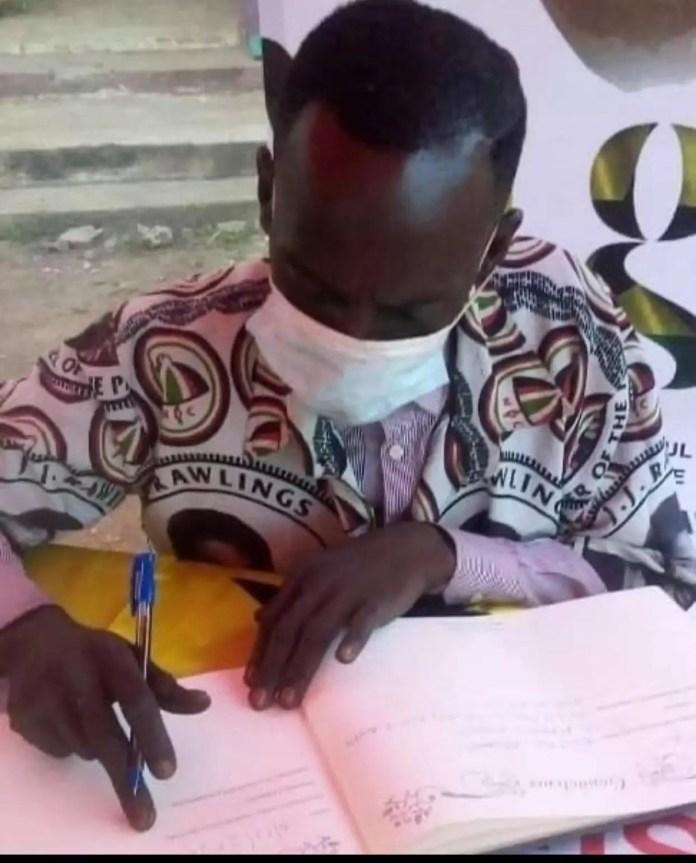 Hon. Aponkye Signs JJ Rawlings' Book Of Condolence. 1