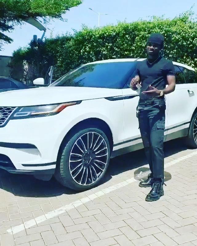 Dr Kwaku Oteng gift Kuami Eugene a brand new Range Rover - (VIdeo). 44