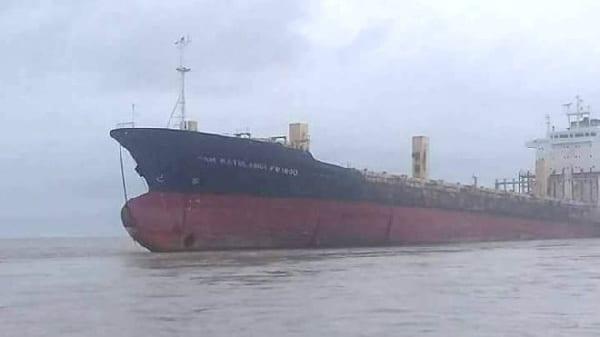 Niger Delta gangs attack Ghanaian vessel at sea. 46