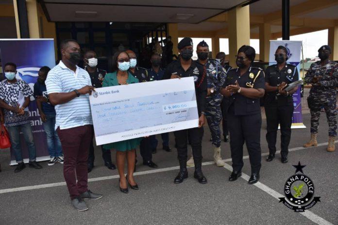 Stanbic Bank, IGP reward police officer who returned GH¢2,000 (Photos). 46