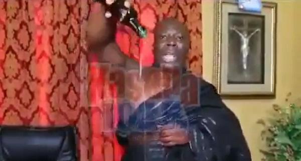 Prophet Kumchacha pours libation, curses corrupt politicians with stroke, AIDS - (Video). 46