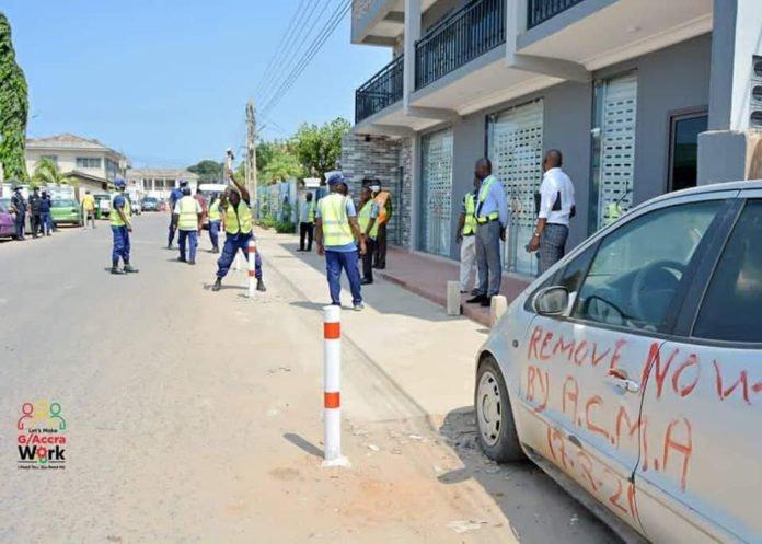 Hon. Henry Quartey storms Kokomlemle, removes pillars, abandoned cars on road [Photo]. 46
